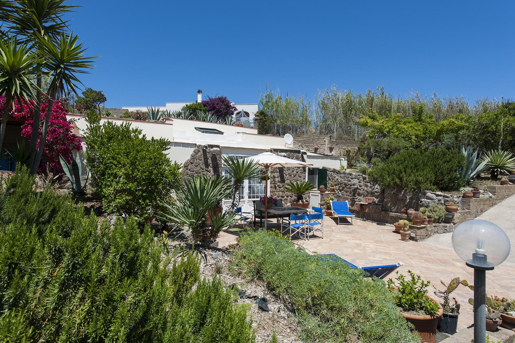 Villa in Vendita a Ventotene: 5 locali, 160 mq