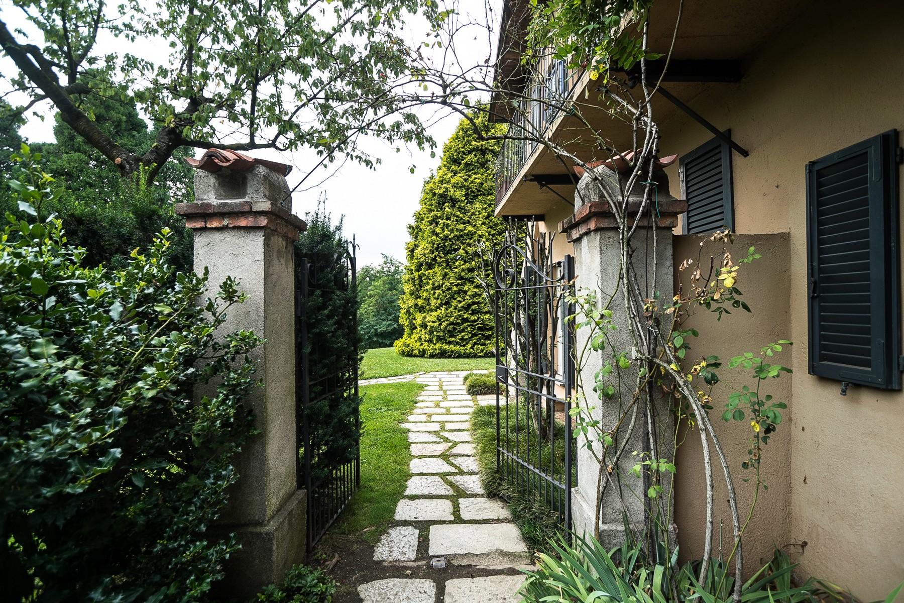 Villa in Vendita a Carimate: 5 locali, 800 mq