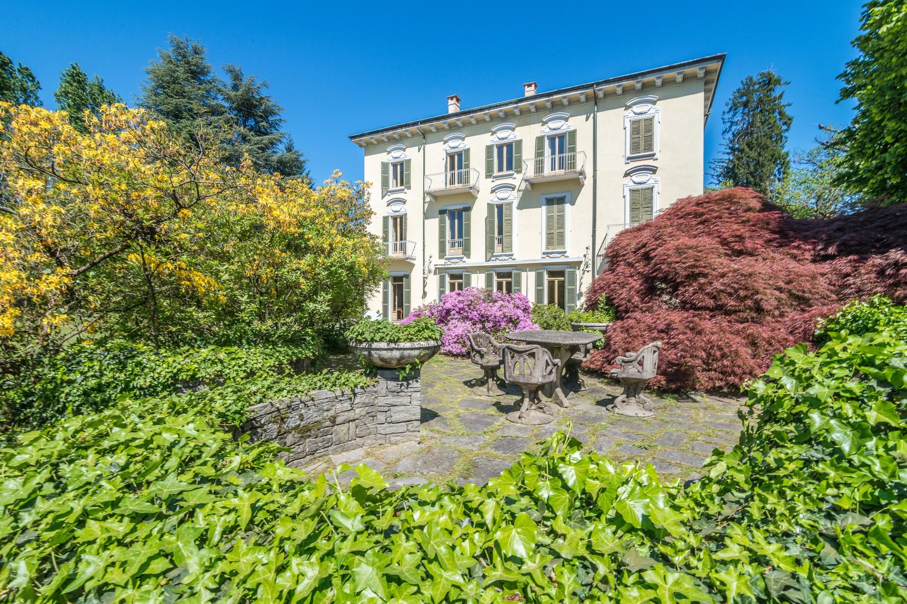 Villa in Vendita a Varese via solferino