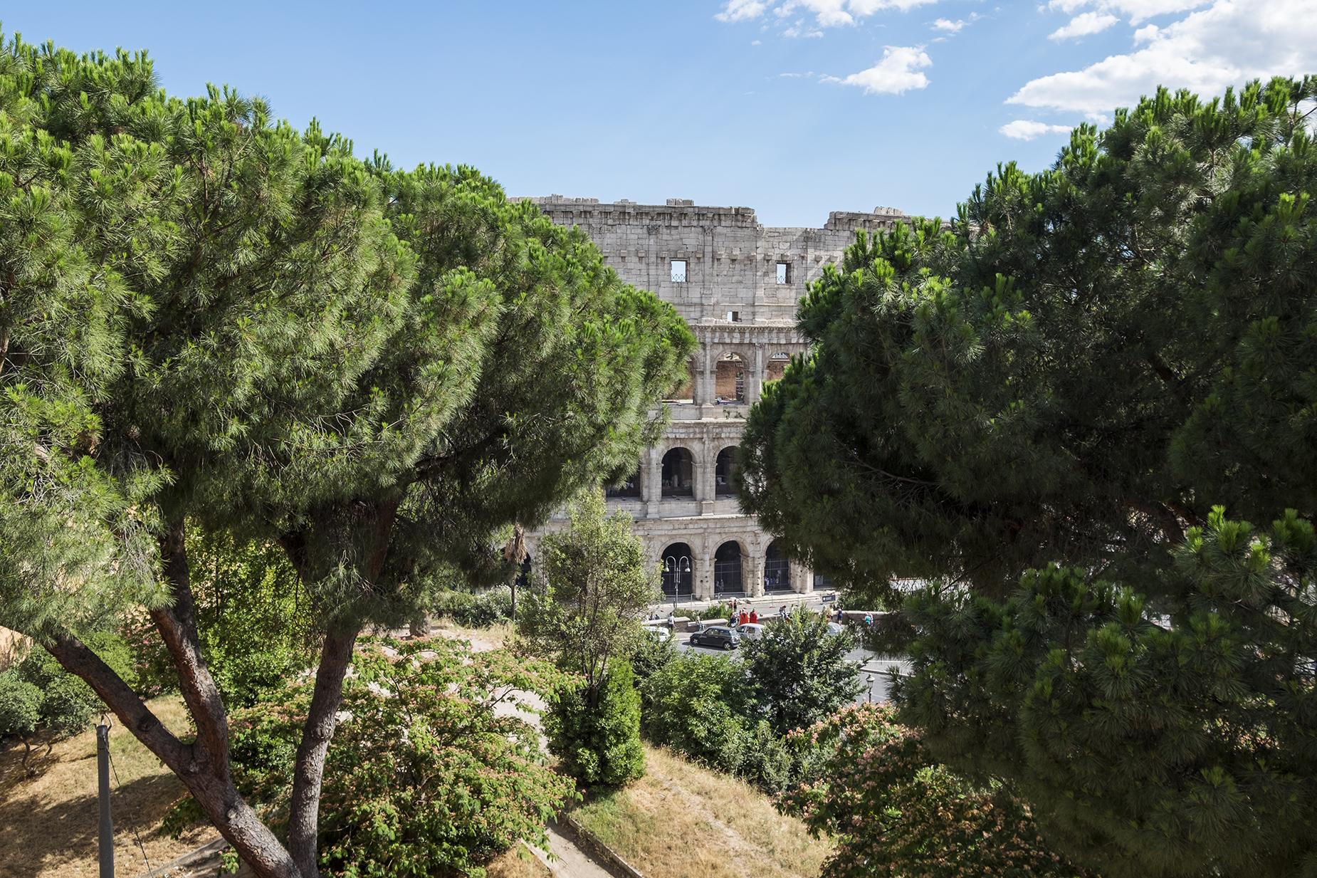 Appartamento in Vendita a Roma via del monte oppio