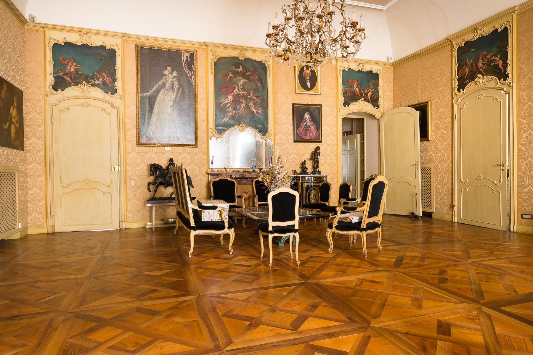 Appartamento in Vendita a Torino: 5 locali, 530 mq - Foto 2