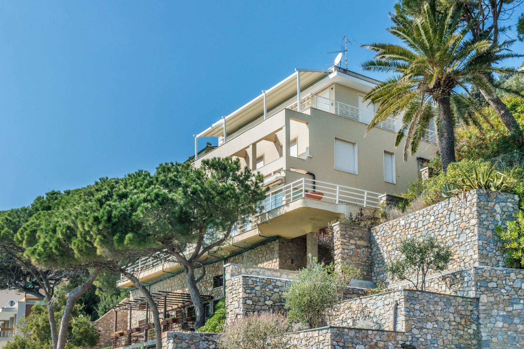 Villa in Vendita a Alassio: 5 locali, 388 mq