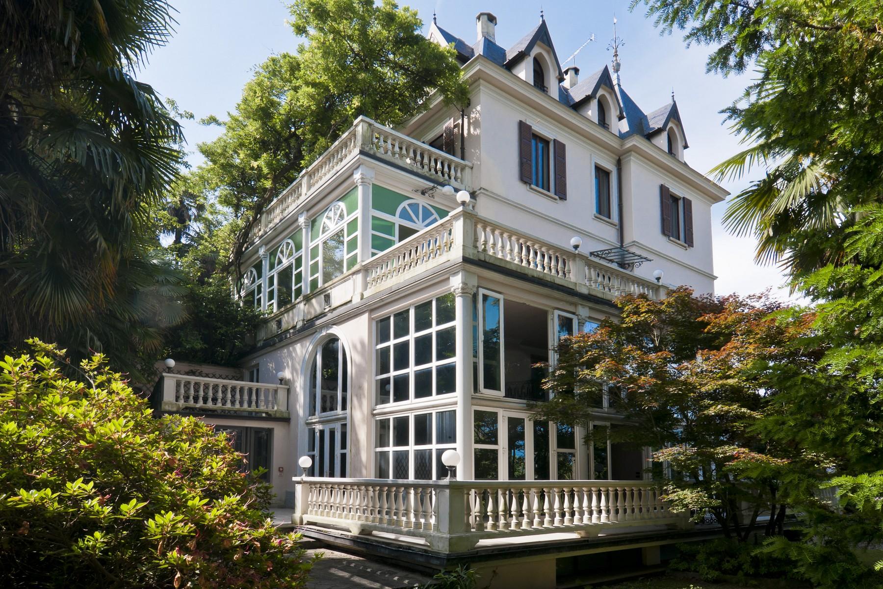 Villa in Vendita a Luino: 5 locali, 800 mq