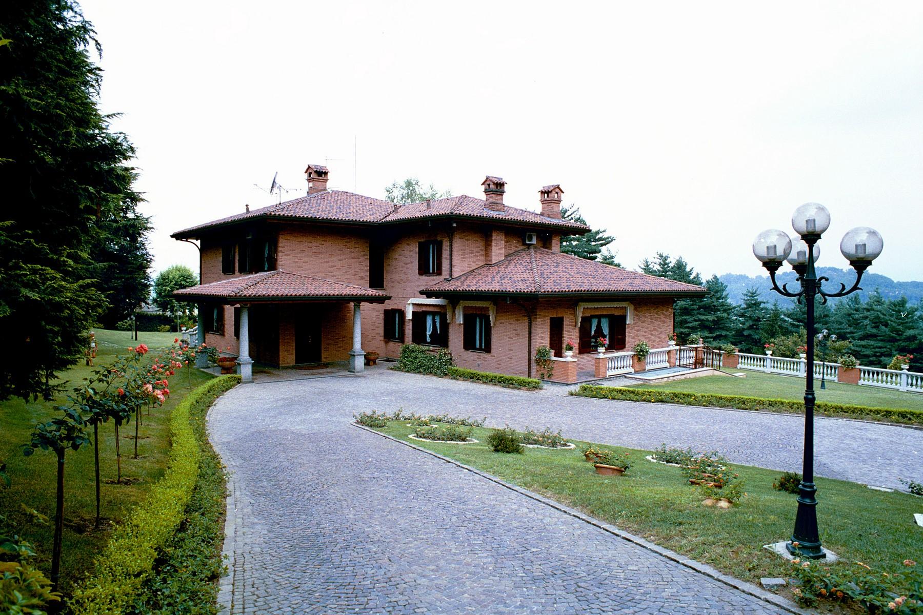 Villa in Vendita a Castello Di Brianza: 5 locali, 650 mq