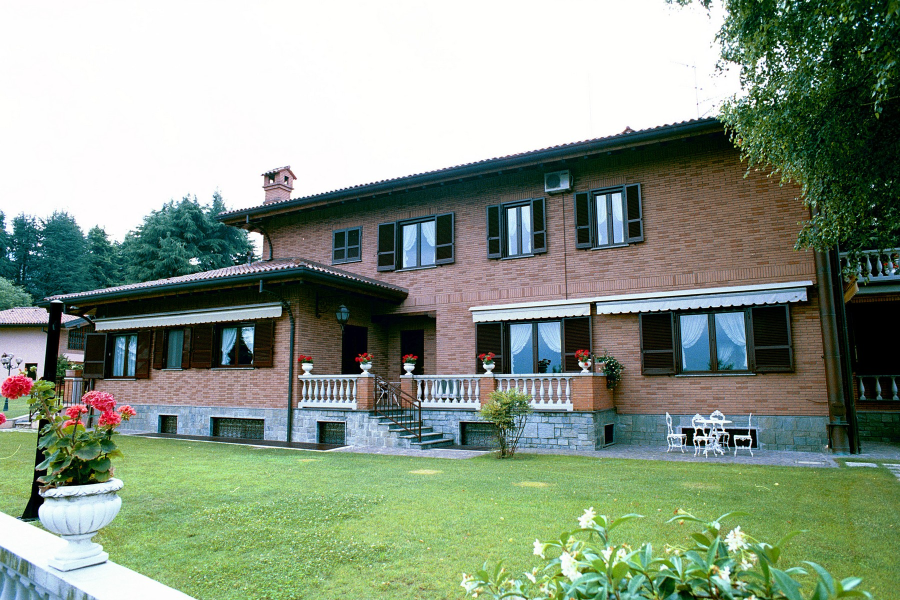 Villa in Vendita a Castello Di Brianza: 5 locali, 650 mq - Foto 2