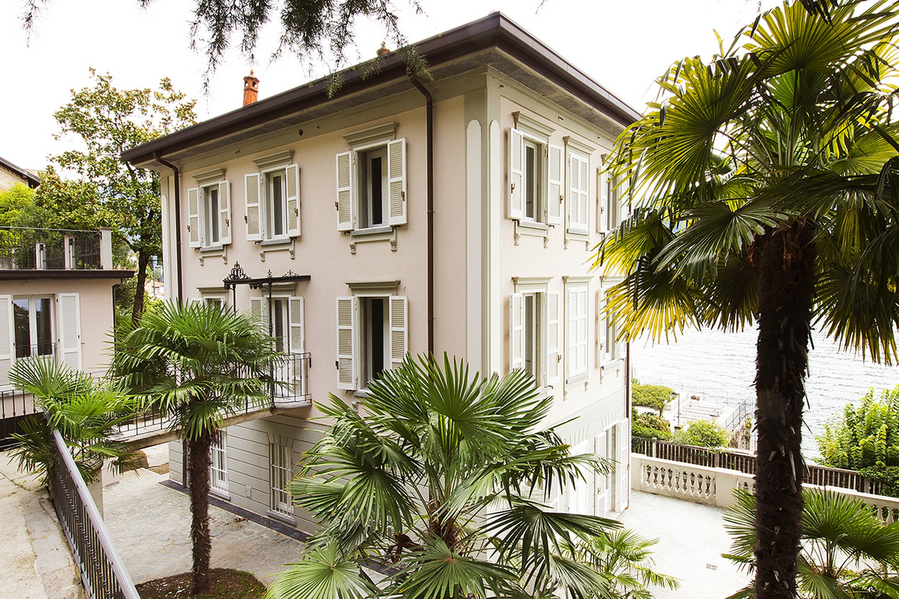 Villa in Vendita a Carate Urio via regina vecchia
