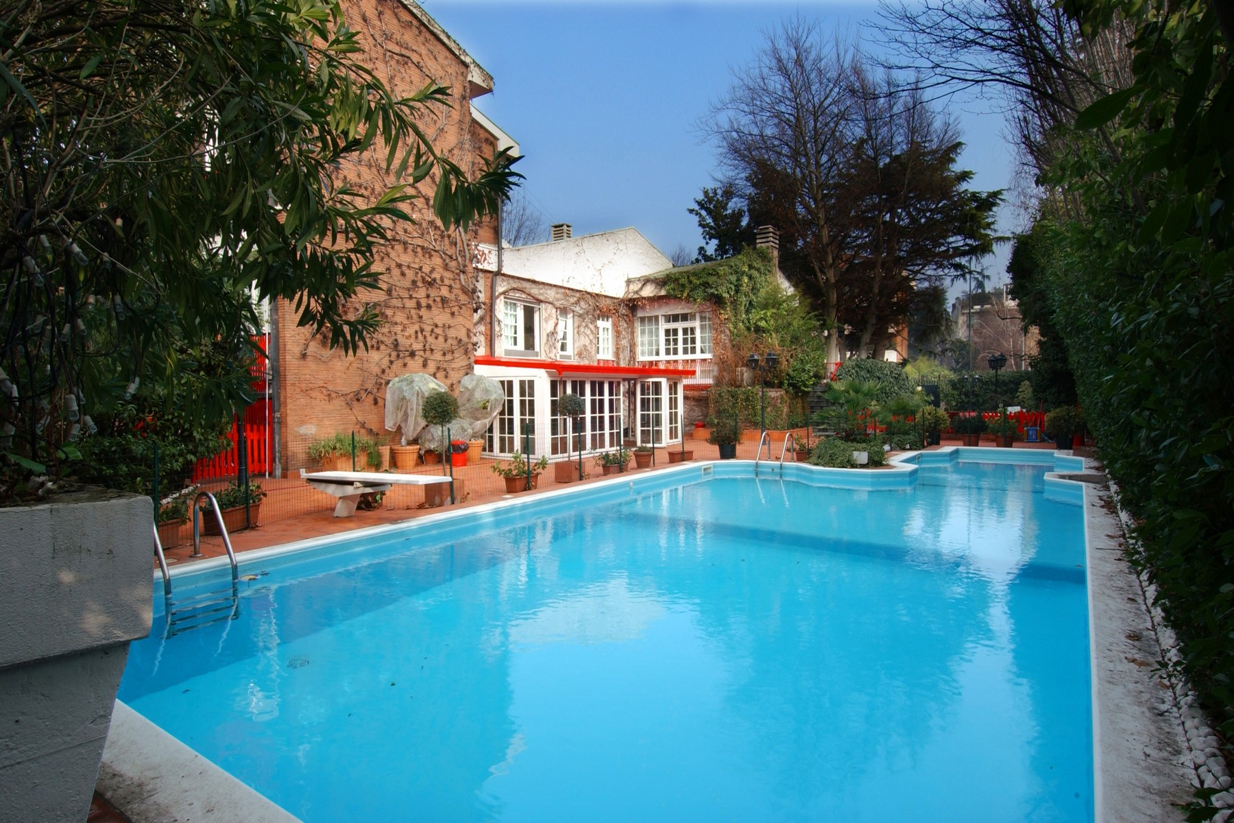 Villa in Affitto a Milano via palatino
