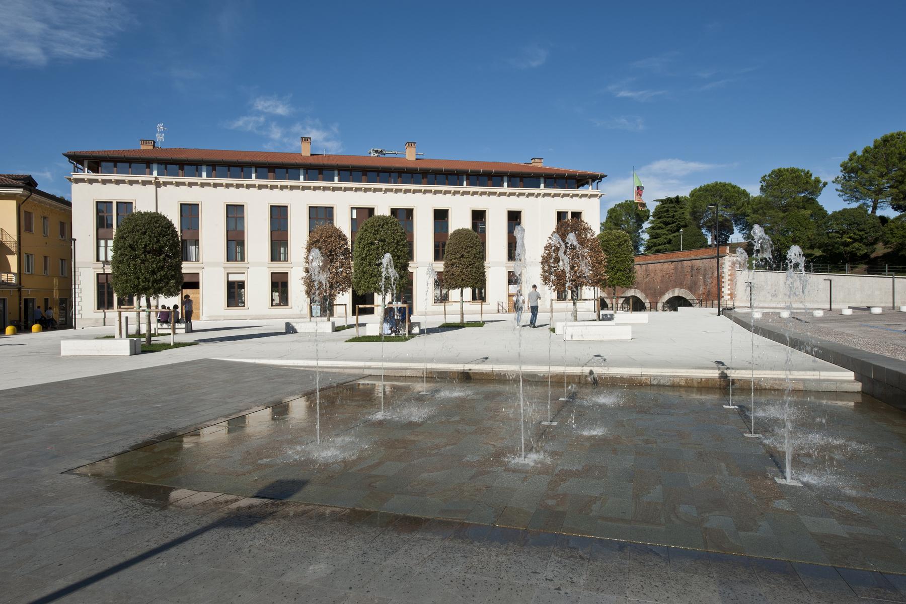 Attico in Vendita a Peschiera Del Garda piazza ferdinando di savoia