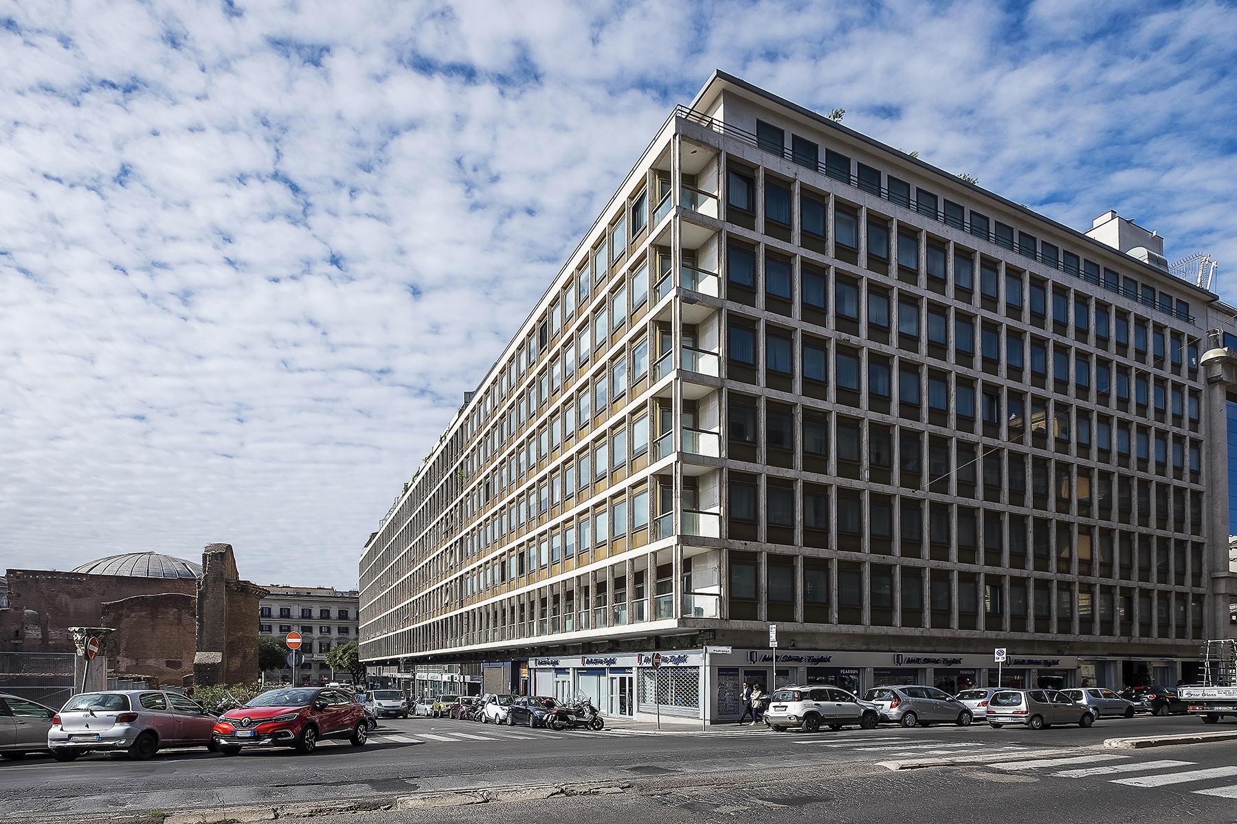 Ufficio studio di lusso in affitto a roma via parigi for Ufficio affitto eur