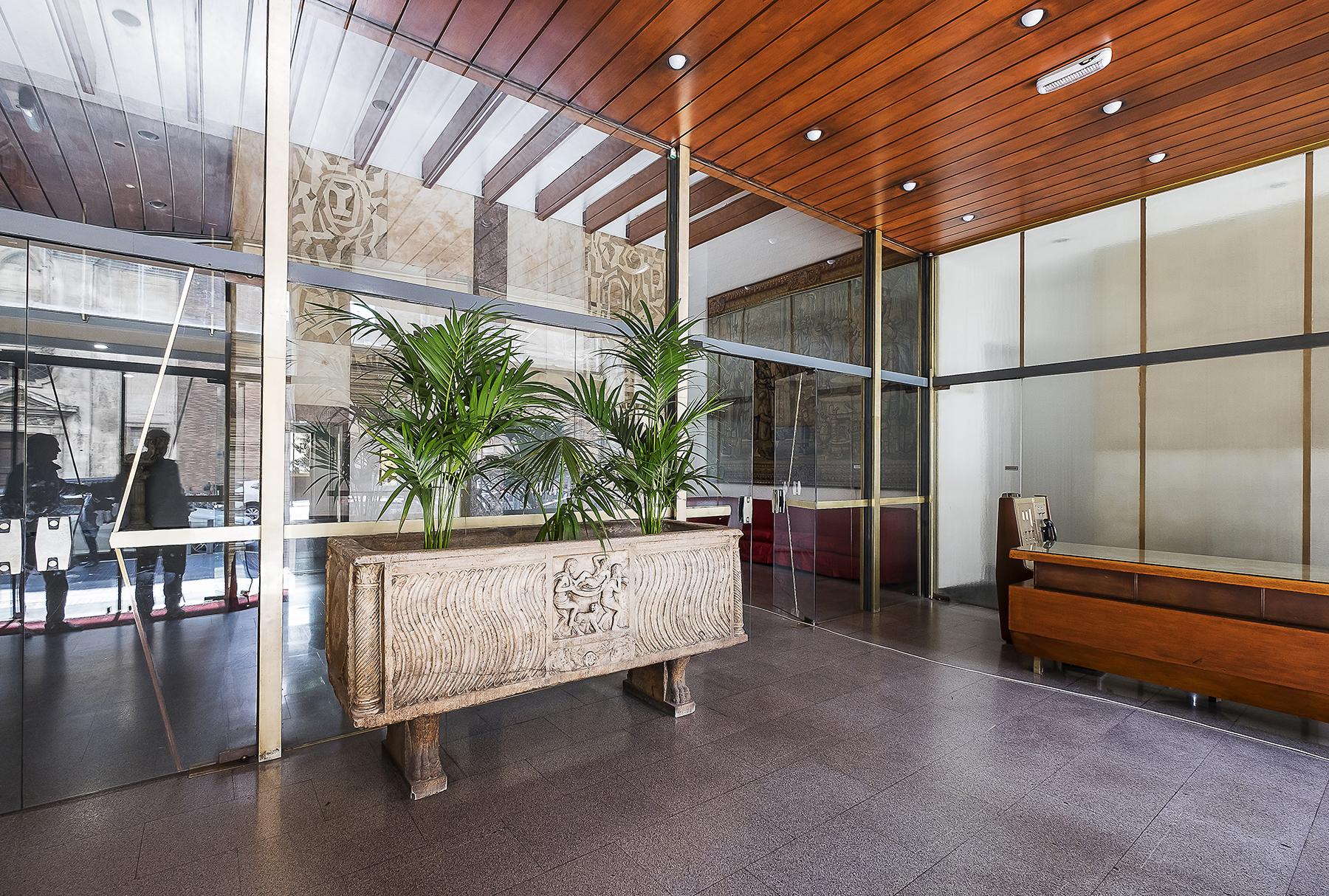 Ufficio studio di lusso in affitto a roma via parigi for Affitto studio eur
