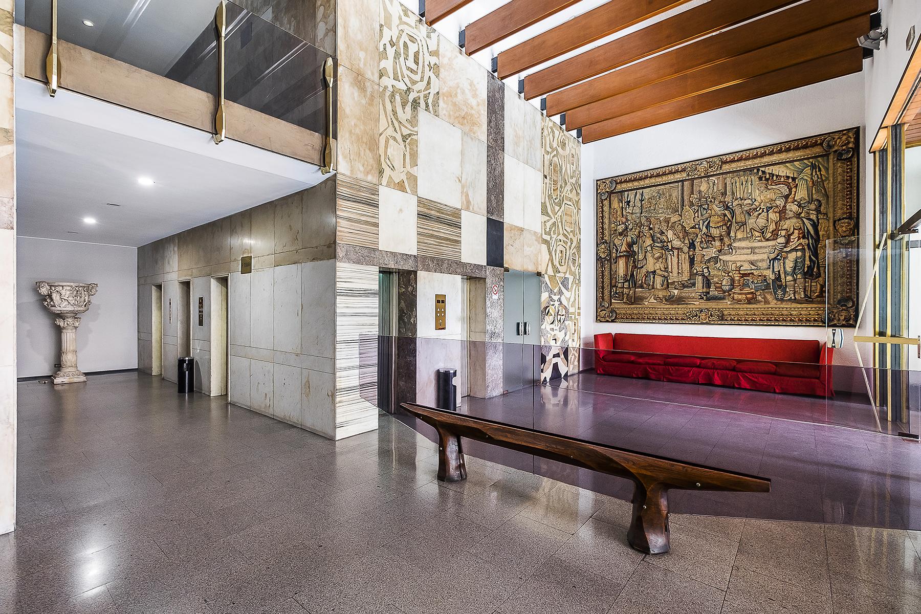 Ufficio studio di lusso in affitto a roma via parigi for Locali uso ufficio in affitto a roma