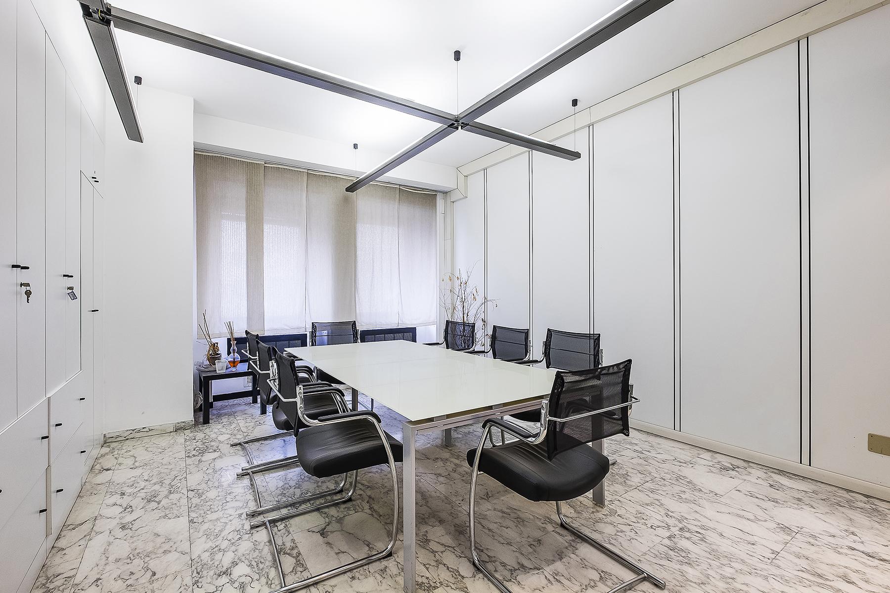 Ufficio studio di lusso in affitto a roma via parigi for Studio medico in affitto roma