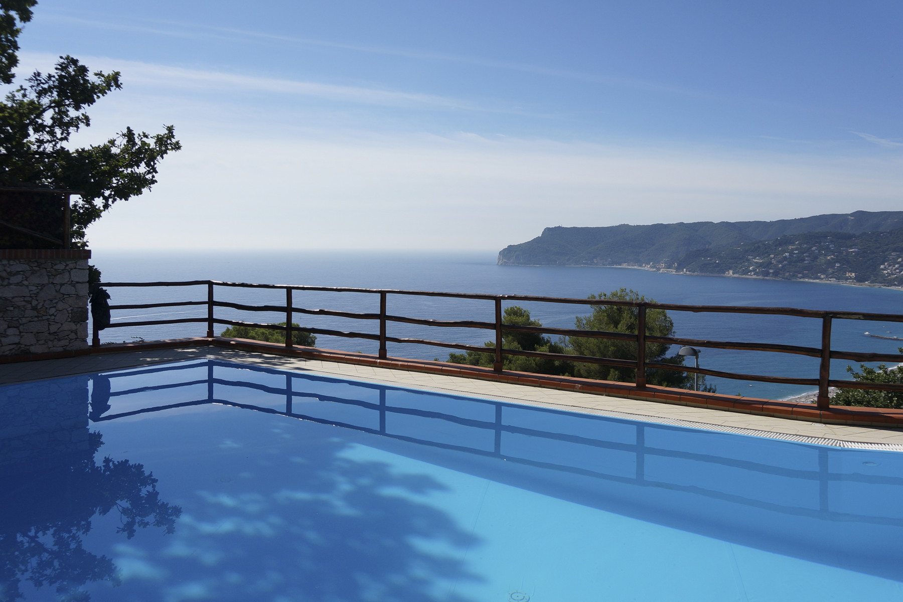 Villa in Vendita a Bergeggi: 5 locali, 600 mq