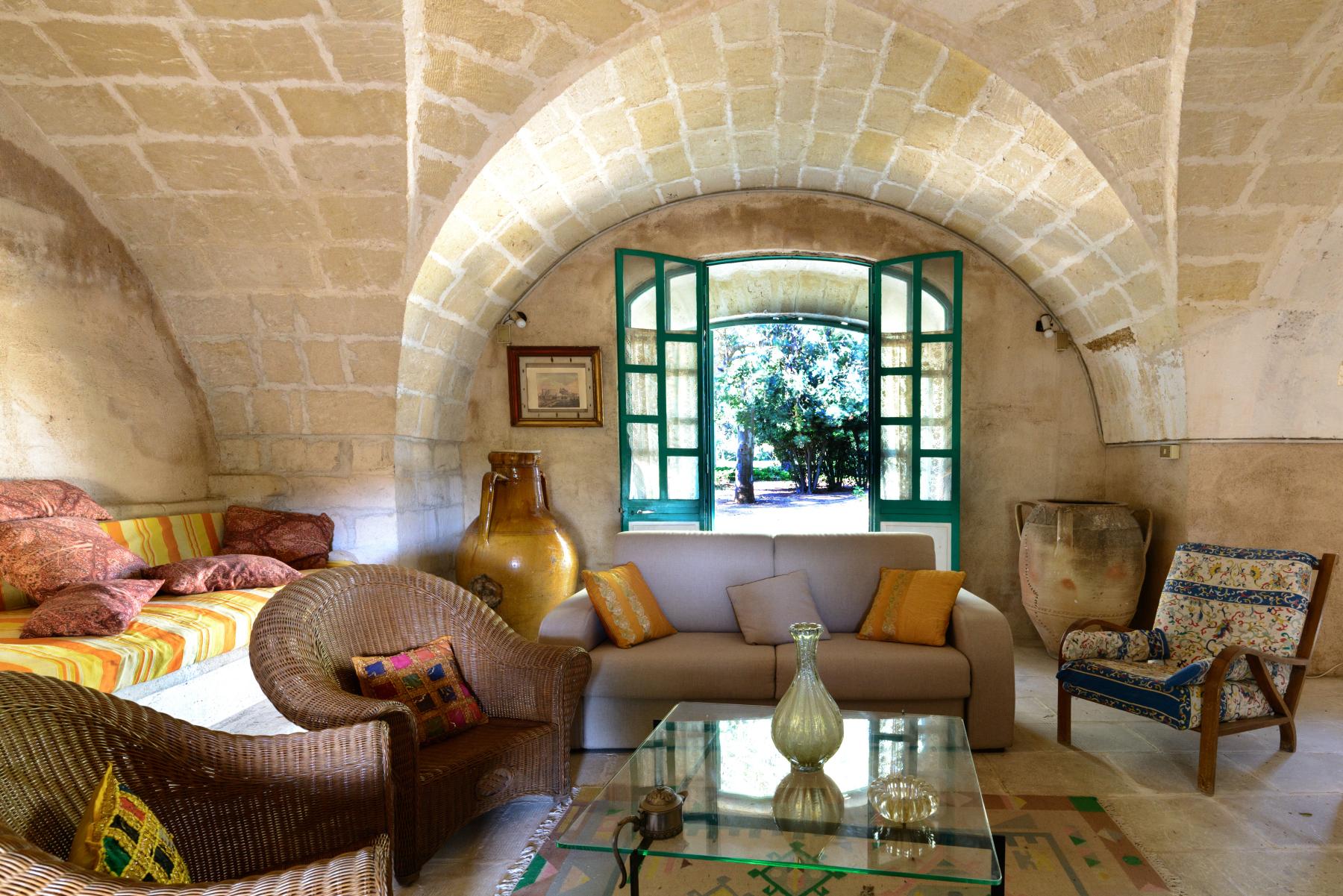 Villa in Vendita a Mesagne: 5 locali, 1000 mq