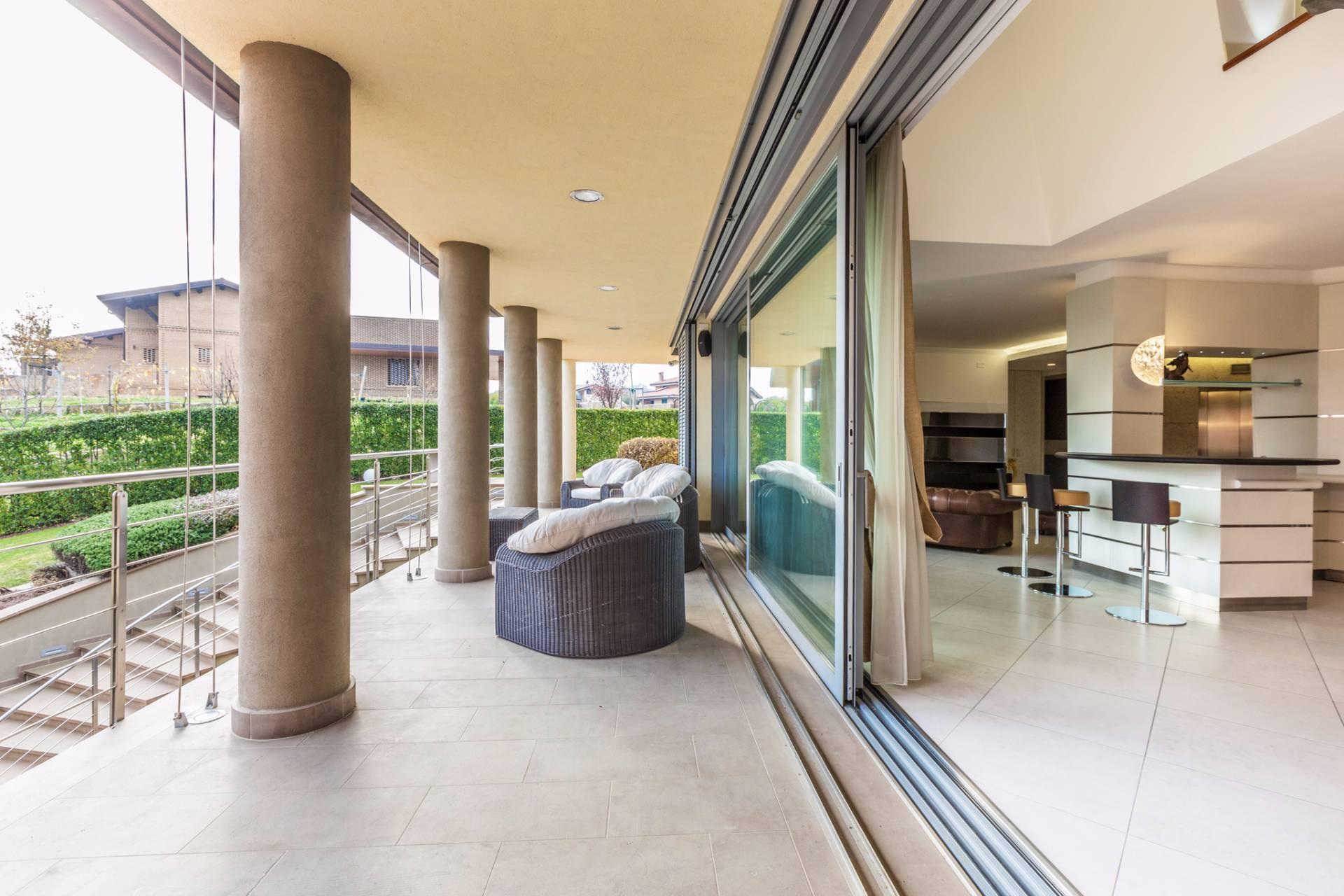 Villa in Vendita a Castel San Pietro Terme: 5 locali, 460 mq