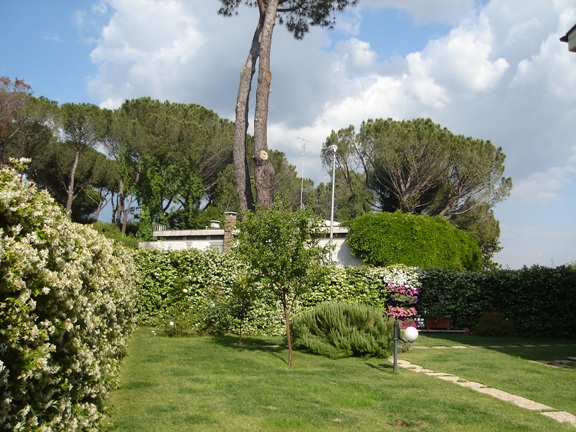Appartamento in Affitto a Roma via di quarto peperino