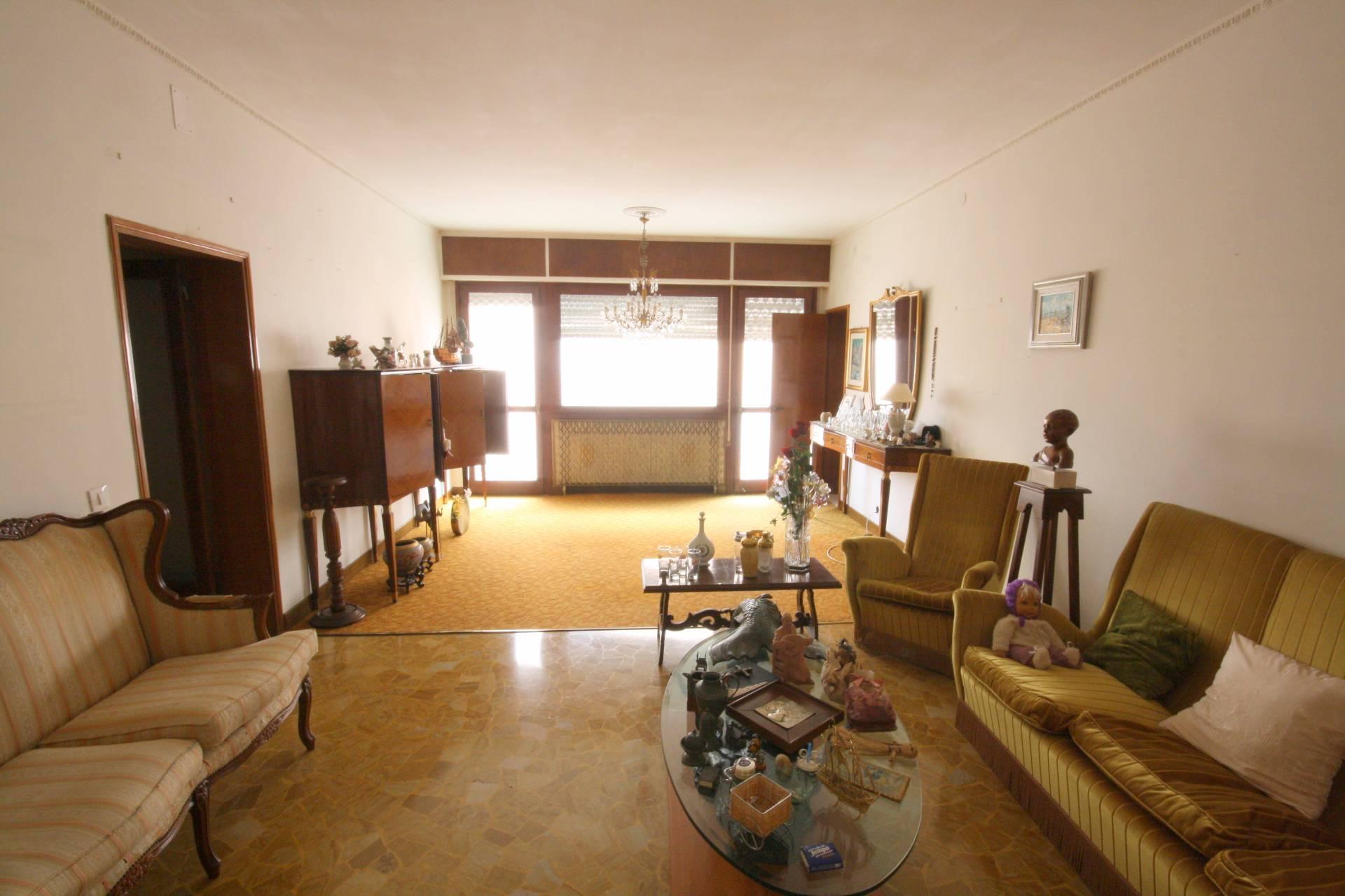 Appartamento in vendita a Venezia, 6 locali, zona Zona: 8 . Lido, prezzo € 380.000 | Cambio Casa.it