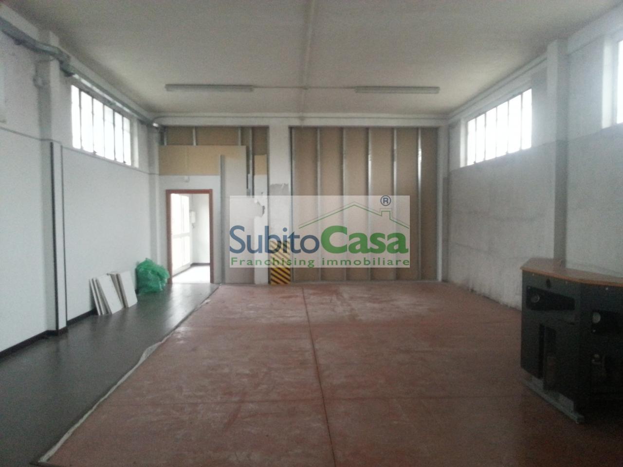 Capannone in affitto a Chieti, 9999 locali, zona Località: ChietiScaloZonaIndustriale, prezzo € 750 | CambioCasa.it