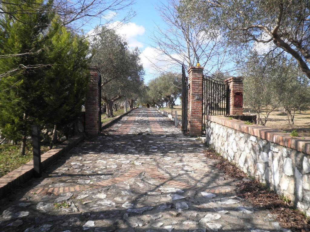 Villa in vendita a Lattarico, 7 locali, prezzo € 455.000 | CambioCasa.it