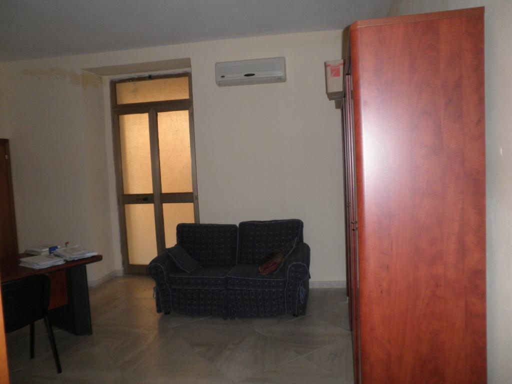 Negozio / Locale in affitto a Catanzaro, 2 locali, zona Località: Centrostorico, prezzo € 400 | CambioCasa.it