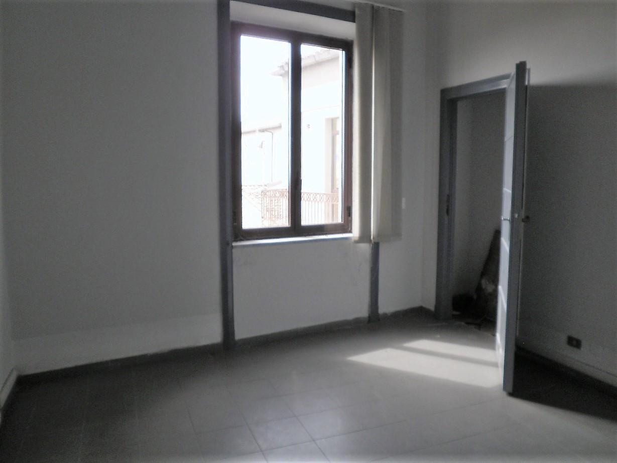 Appartamento in affitto a Catanzaro, 11 locali, zona Località: CATANZAROCENTRO, prezzo € 1.600 | CambioCasa.it