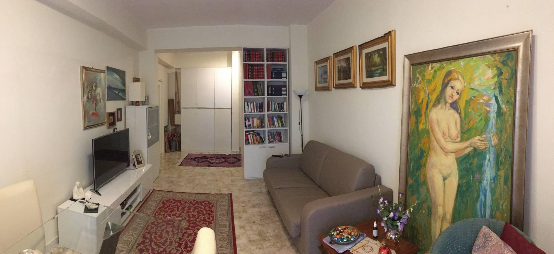 Appartamento in vendita a Catanzaro, 3 locali, zona Località: VialeDeFilippis, prezzo € 110.000 | CambioCasa.it