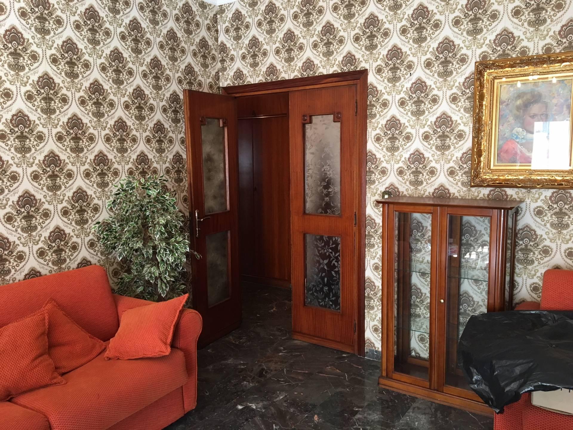 Appartamento in vendita a Catanzaro, 4 locali, zona Località: Catanzarocentro, prezzo € 200.000 | CambioCasa.it