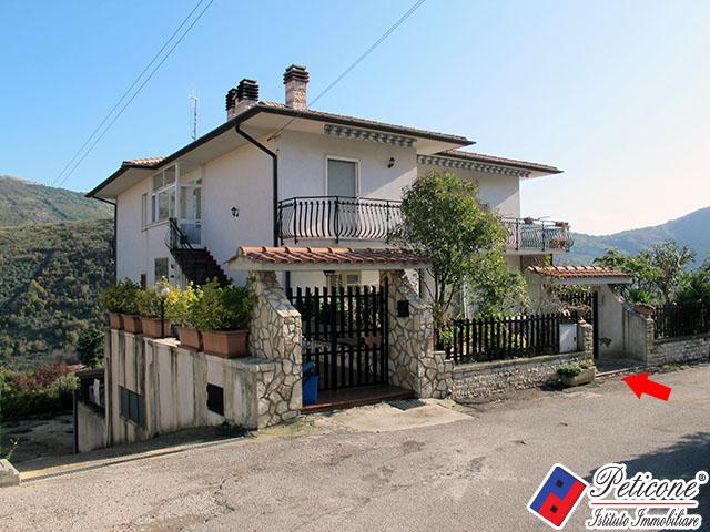 Appartamento in vendita a Lenola, 7 locali, prezzo € 160.000   Cambiocasa.it