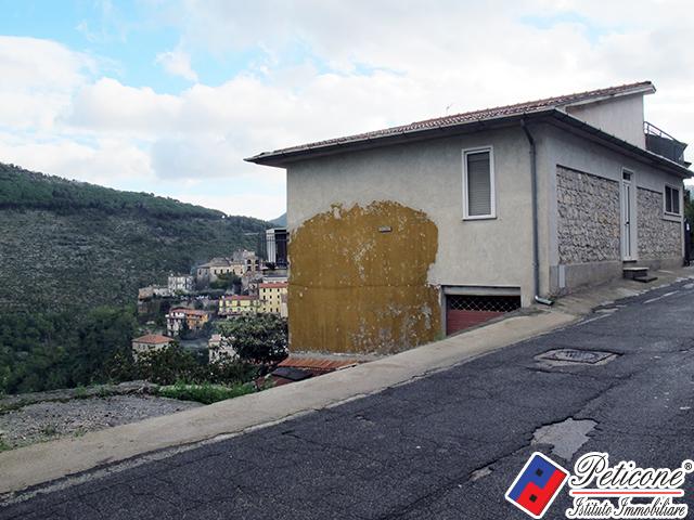 Appartamento in vendita a Lenola, 9 locali, zona Località: Semicentro, prezzo € 150.000 | Cambiocasa.it