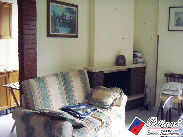 Appartamento in vendita a Lenola, 4 locali, zona Località: Centro, prezzo € 80.000 | Cambiocasa.it