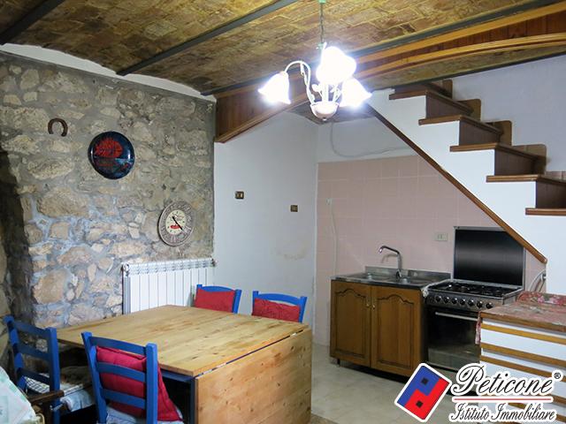 Appartamento in vendita a Lenola, 3 locali, zona Località: Centro, prezzo € 65.000 | Cambiocasa.it