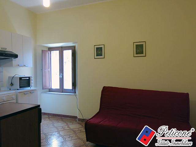 Appartamento in vendita a Lenola, 1 locali, zona Località: Centro, prezzo € 20.000   Cambiocasa.it