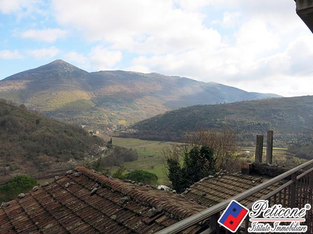 Appartamento in vendita a Lenola, 4 locali, zona Località: Centro, prezzo € 140.000   Cambiocasa.it