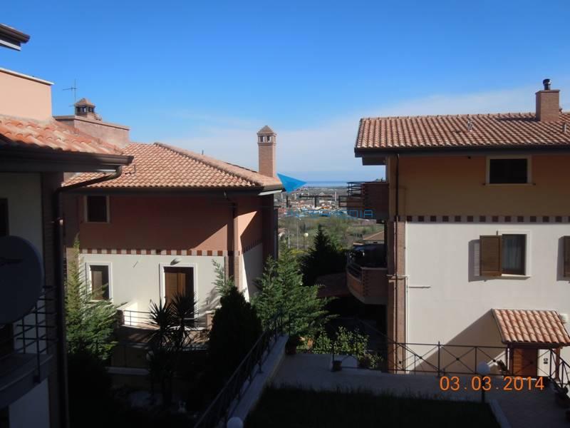 Appartamento in vendita a Miglianico, 6 locali, zona Zona: Collemarino, prezzo € 165.000 | Cambiocasa.it