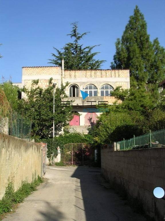 Soluzione Indipendente in vendita a Pescara, 6 locali, prezzo € 390.000 | Cambio Casa.it