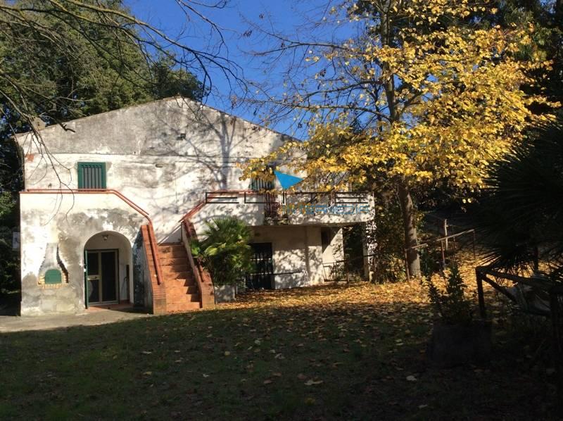 Soluzione Indipendente in vendita a San Giovanni Teatino, 9 locali, prezzo € 280.000 | Cambio Casa.it