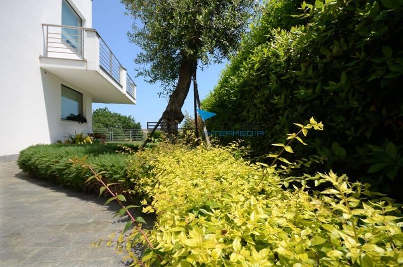 Villa in vendita a Pescara, 10 locali, zona Località: Colli, Trattative riservate | Cambio Casa.it