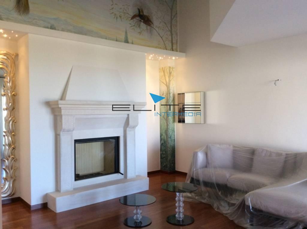 Villa in vendita a Silvi, 7 locali, prezzo € 490.000 | Cambio Casa.it