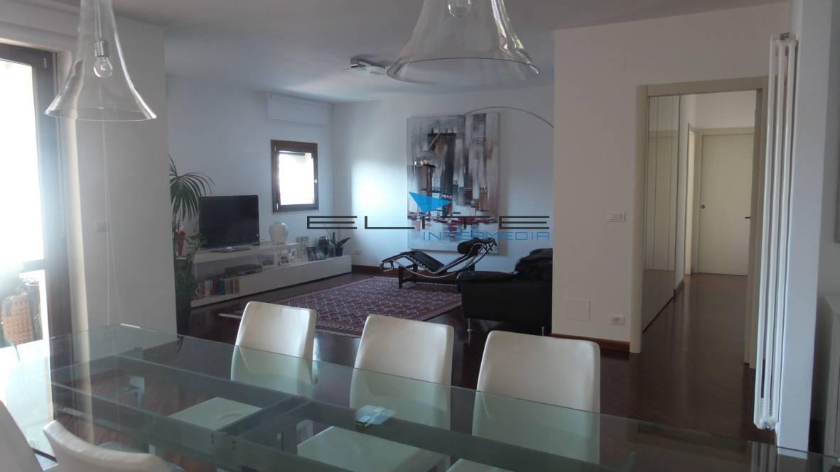 Attico / Mansarda in vendita a Montesilvano, 6 locali, zona Località: Mare, prezzo € 400.000 | CambioCasa.it