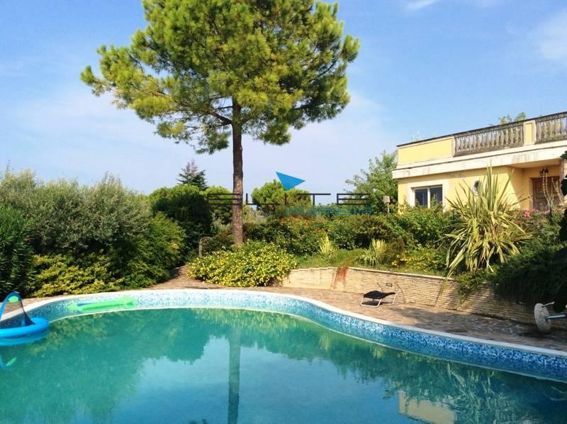 Villa in vendita a Francavilla al Mare, 18 locali, Trattative riservate | CambioCasa.it