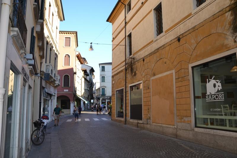 Negozio / Locale in affitto a Treviso, 9999 locali, prezzo € 3.500 | Cambio Casa.it