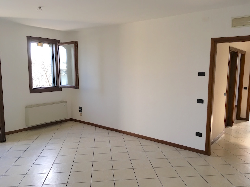 Appartamento in affitto a Ponzano Veneto, 4 locali, zona Zona: Ponzano, prezzo € 450 | CambioCasa.it
