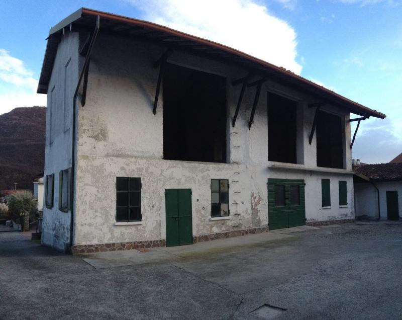 Rustico / Casale in vendita a Valmadrera, 6 locali, prezzo € 140.000 | CambioCasa.it