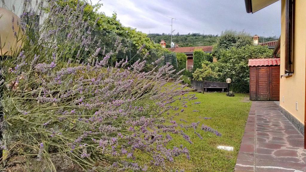 Villa in vendita a Dolzago, 4 locali, prezzo € 430.000 | CambioCasa.it