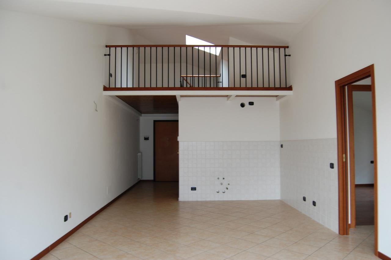 Appartamento in vendita a Valmadrera, 3 locali, prezzo € 198.000 | Cambio Casa.it