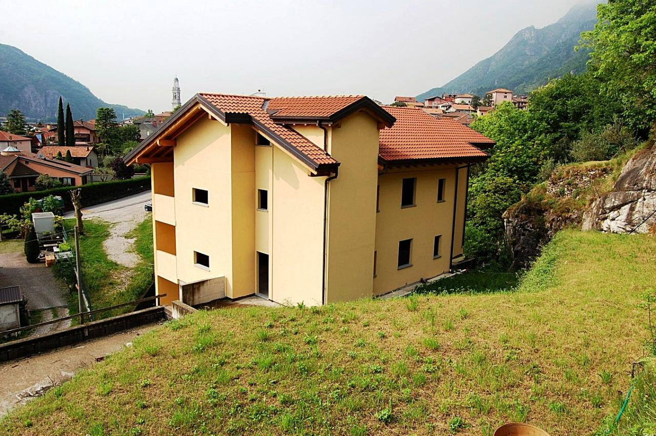 Villa in vendita a Valmadrera, 4 locali, prezzo € 498.000 | Cambio Casa.it