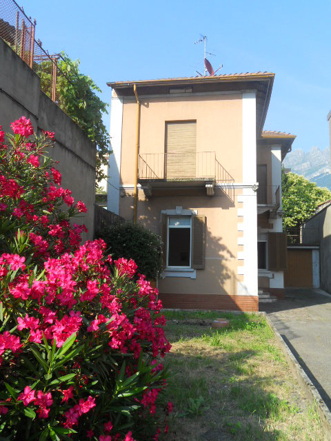 Villa in vendita a Lecco, 5 locali, zona Zona: Pescarenico, prezzo € 295.000 | Cambio Casa.it