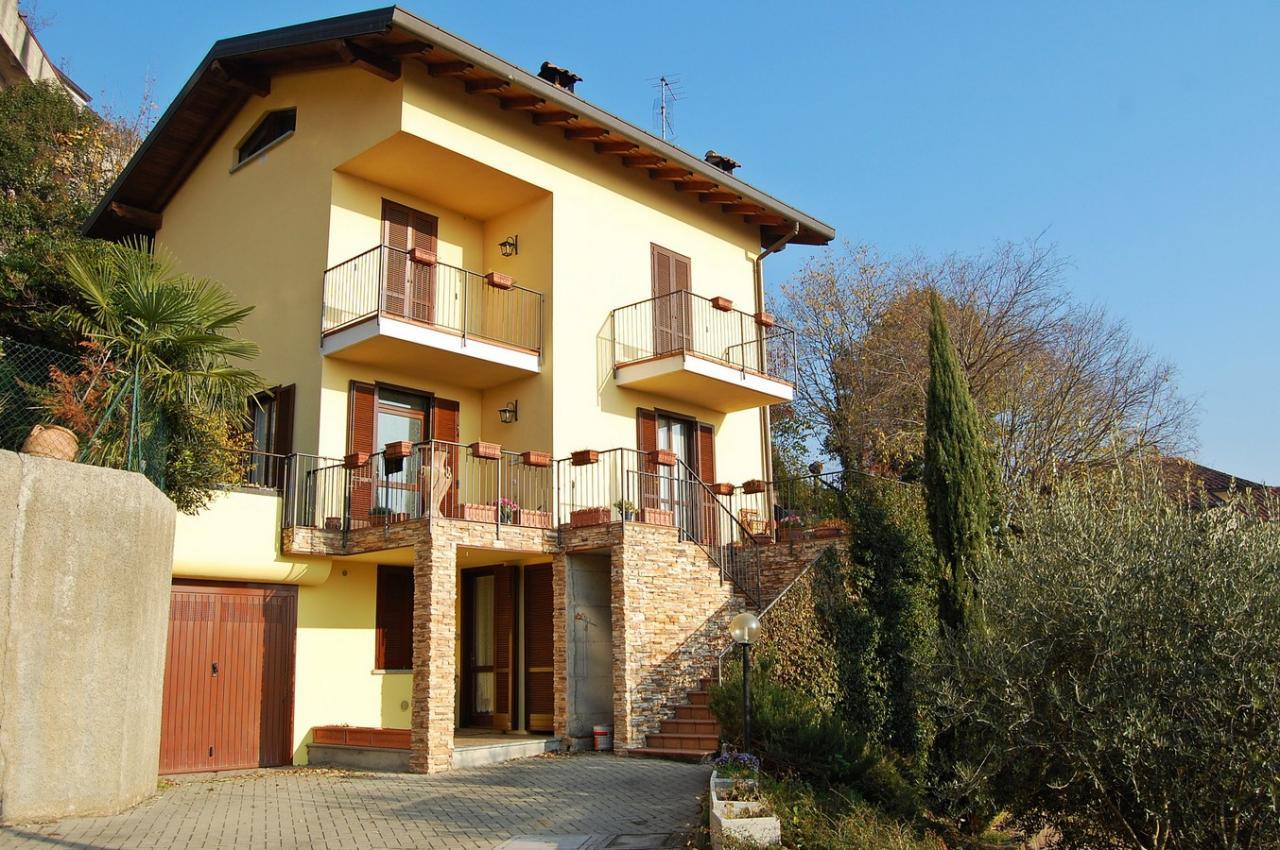 Villa in vendita a Valmadrera, 4 locali, prezzo € 380.000 | Cambio Casa.it