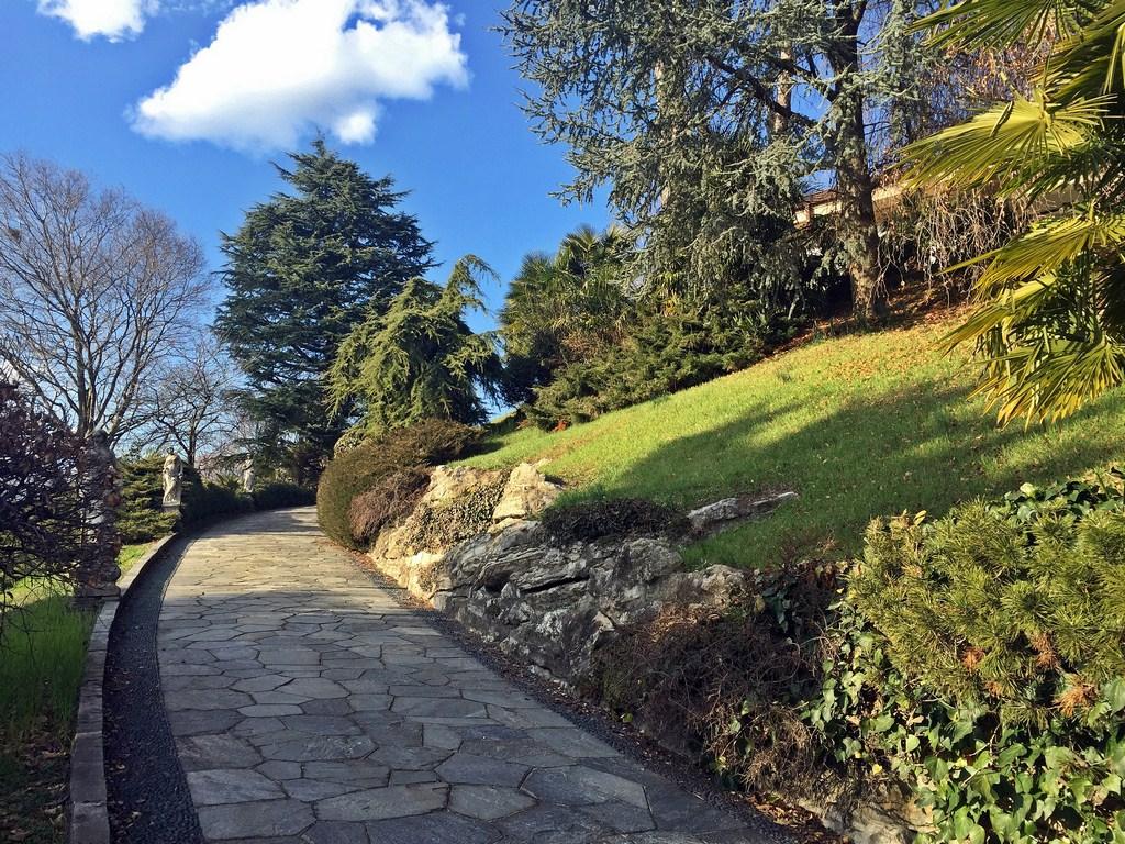 Villa in vendita a Erba, 4 locali, Trattative riservate | CambioCasa.it