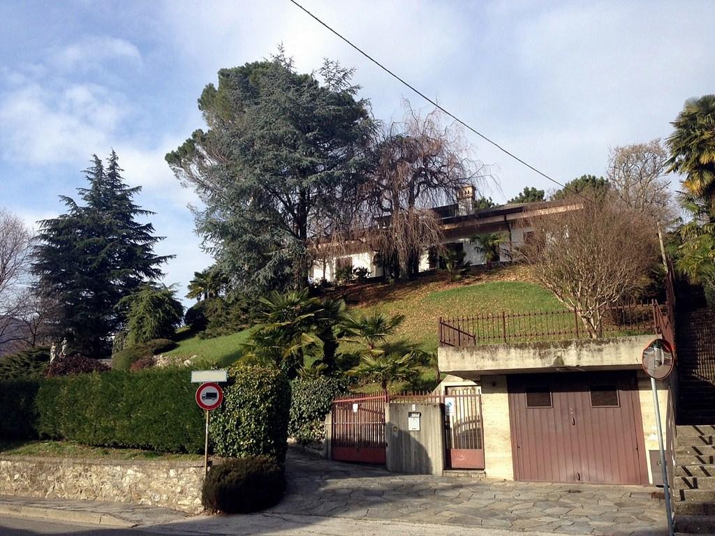 Villa in vendita a Erba, 4 locali, Trattative riservate | Cambio Casa.it